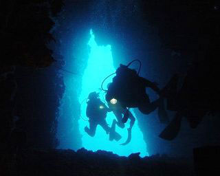 PADI Cavern Diver Course with Dive The World - photo courtesy of Jorgen Kam