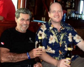 2 legends of the diving industry - Peter Hughes and hmmmhh... Gavin Macaulay having a beer and a bit of a chin wag