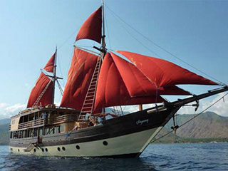 Raja Ampat liveaboard, La Galigo, for West Papua diving trips