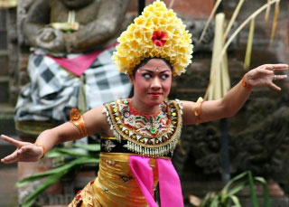 Balinese dancing - photo by Sheldon Hey