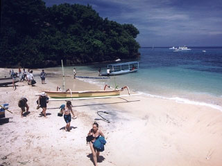 Holidaymakers arriving at Nusa Lembongan - photo courtesy of Coconuts Beach Resort