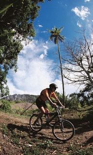 Mountain bike the rugged interior of Kadavu - Foto mit freundlicher Genehmigung von Fiji Visitors Bureau