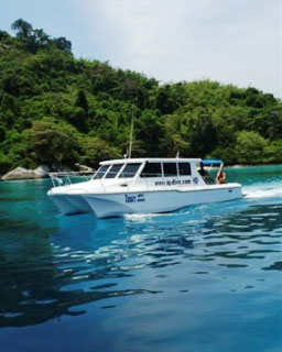 Loma day trip catamaran at the Similans, Thailand - photo coutesy of IQ Dive Center
