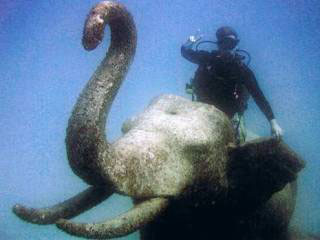 Diving the Siam Statues at Racha Yai, Phuket - photo coutesy of Noon Ruethaiwan
