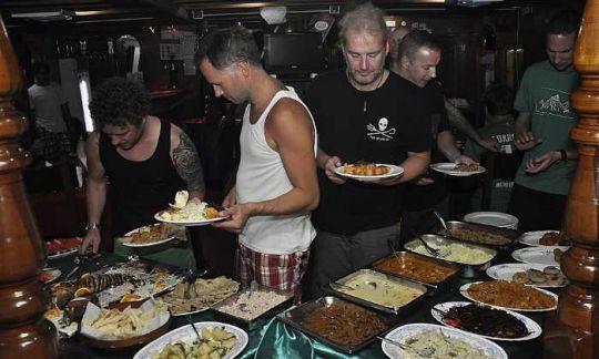 malediven strand dinner