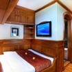 Adelaar's Deluxe double bed cabin