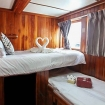 Twin bed ensuite on the main deck of MV Manta Queen 8