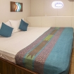 Standard double bed room with porthole