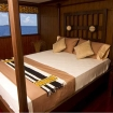 Suite with double bed and ocean views
