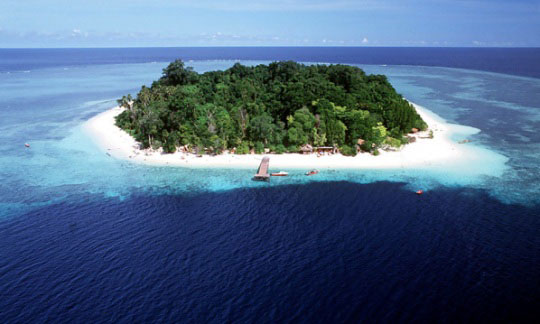 pulau sipadan Sipadan island (pulau sipadan in malay) lies off the east coast of malaysian  borneo in sabah the island is known above all for some of the best scuba diving .