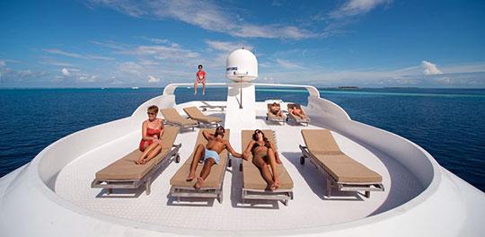 Boat Enjoy The Maldives Sunshine On Board Your Liveaboard Dive Tour