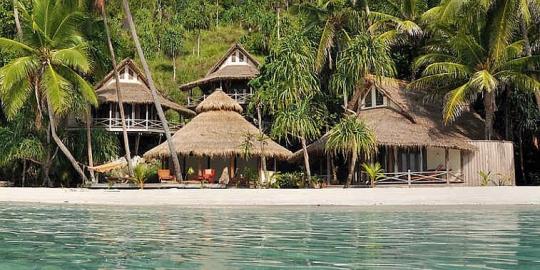 Misool resort diving packages raja ampat indonesia dive the world - Raja ampat dive resort ...